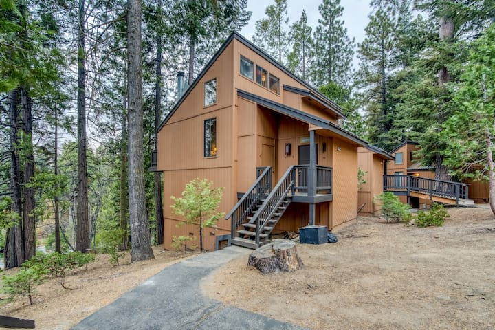 Dog-friendly condo w/ an updated kitchen, furnished deck, shared pool, & hot tub