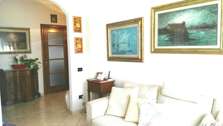 Lovely and spacious Apartment  a few steps from Fl - Scandicci - Apartemen