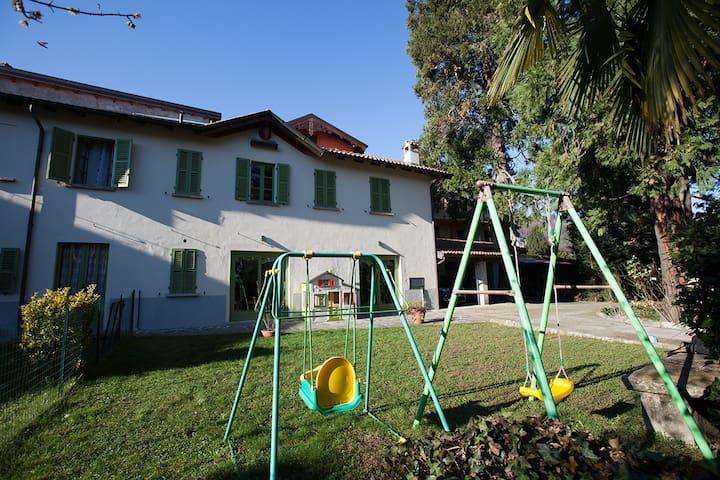 Casetta Calcaterra - Lago Maggiore - Meina - Hus