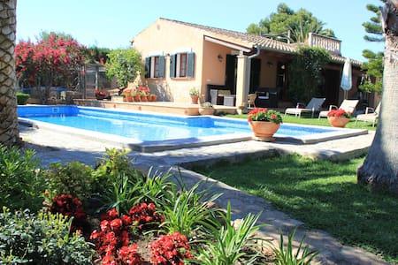 Guesthouse, lush garden ,pool. - Palma - Casa