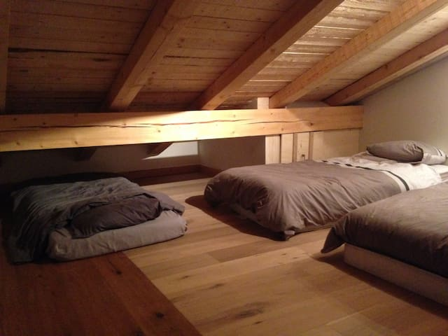 Attic room in chalet with view the Mont Blanc - Sallanches - House