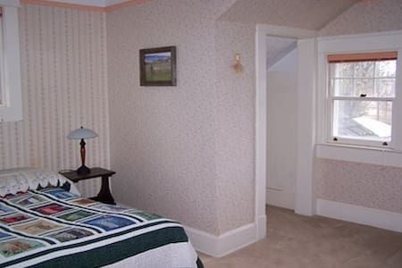 Laird House B&B--North Room - Potlatch