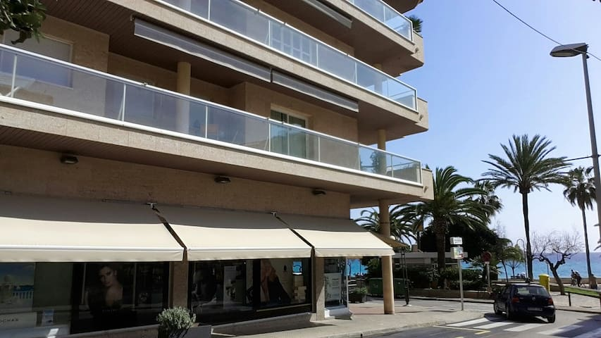 Luxury beach front Apt. Mallorca