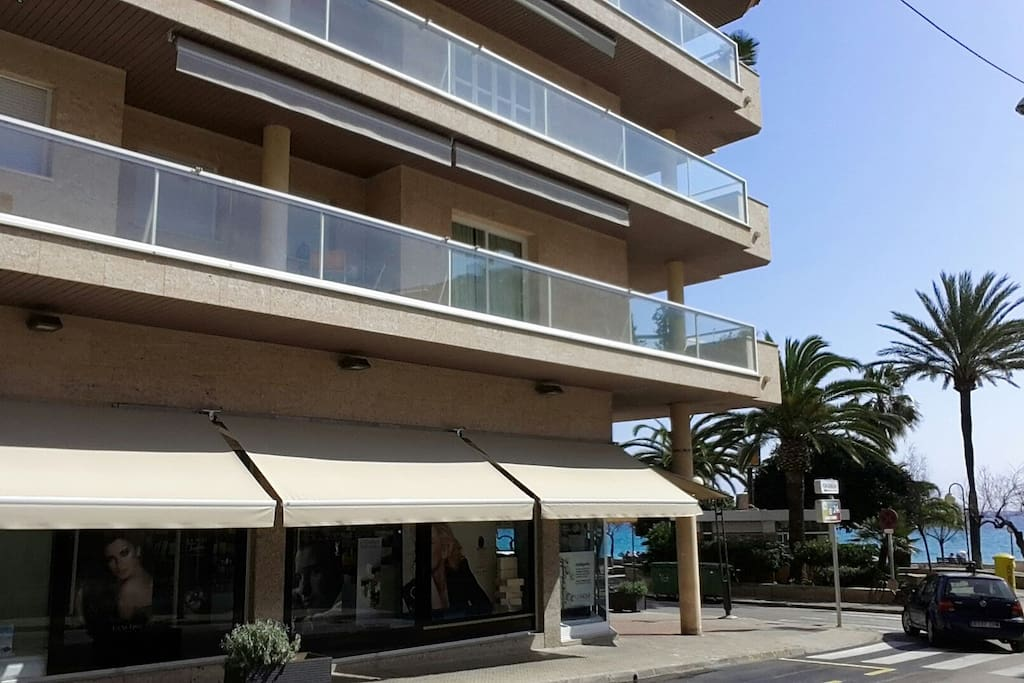 luxury beach front apt mallorca flats for rent in cala millor balearic islands spain. Black Bedroom Furniture Sets. Home Design Ideas