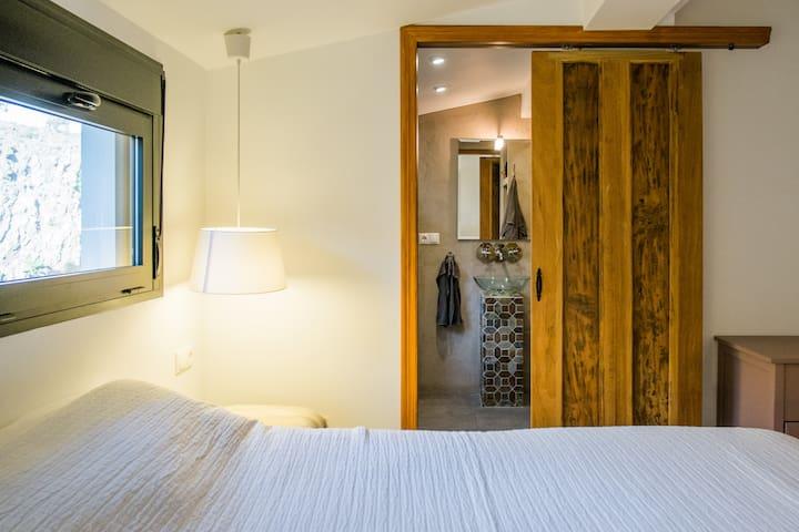 Iedere slaapkamer heeft een en-suite badkamer.