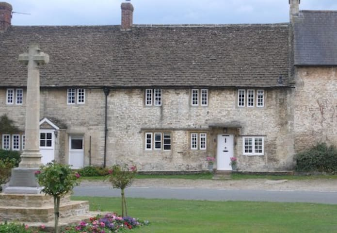 Charming Country House Nr Bath (WC) - Wiltshire - Ev