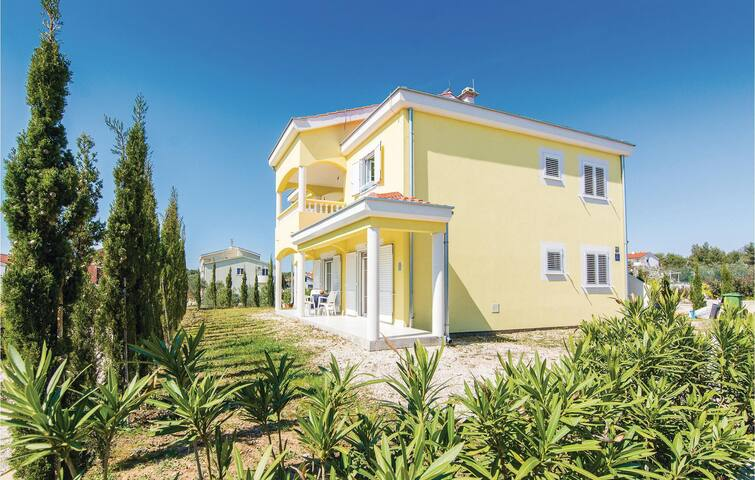 Holiday apartment with 1 bedroom on 35m² in Pakostane