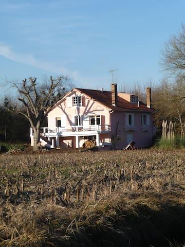 Grande maison au coeur de la campagne landaise - Laurède