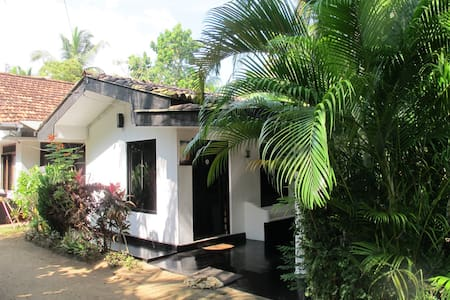 Self-catering cottage/aircon/WiFi - Hikkaduwa - Andre