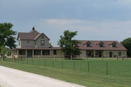 Entire Inn - C&W Ranch B&B  - Smolan