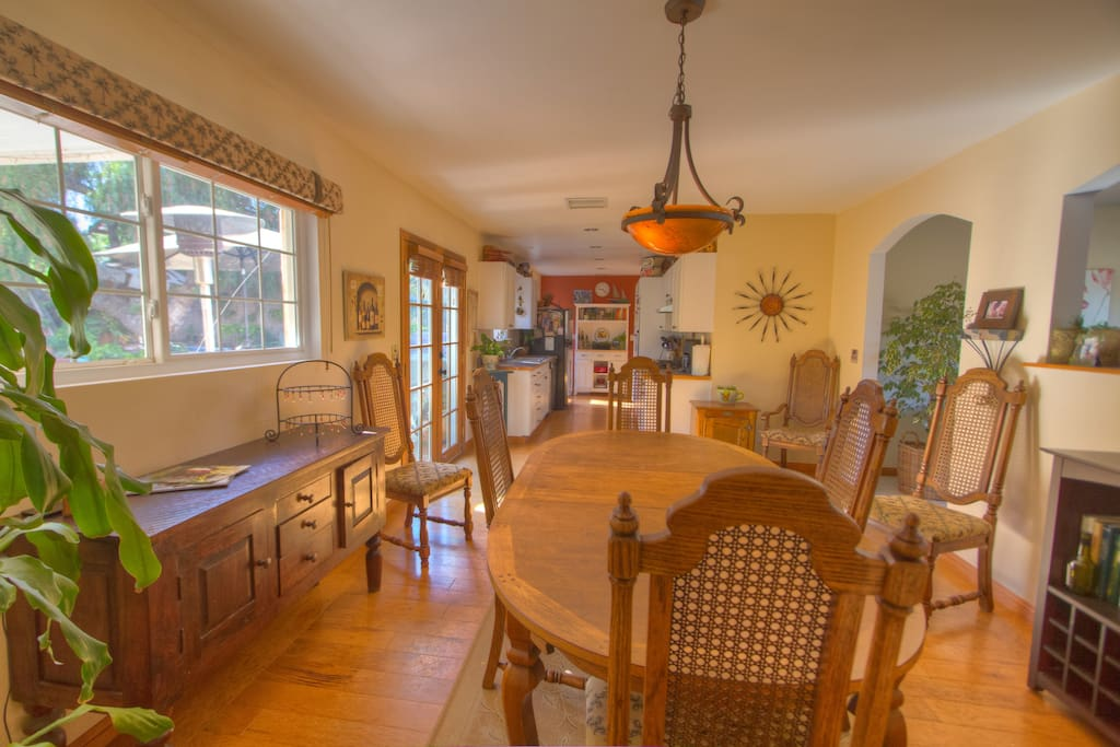 Open dining room attached to fully equiped kitchen