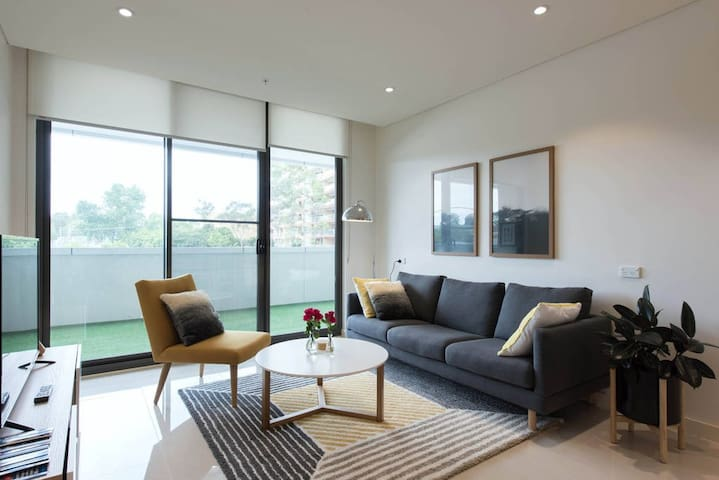 CHIC & MODERN APARTMENT - Homebush