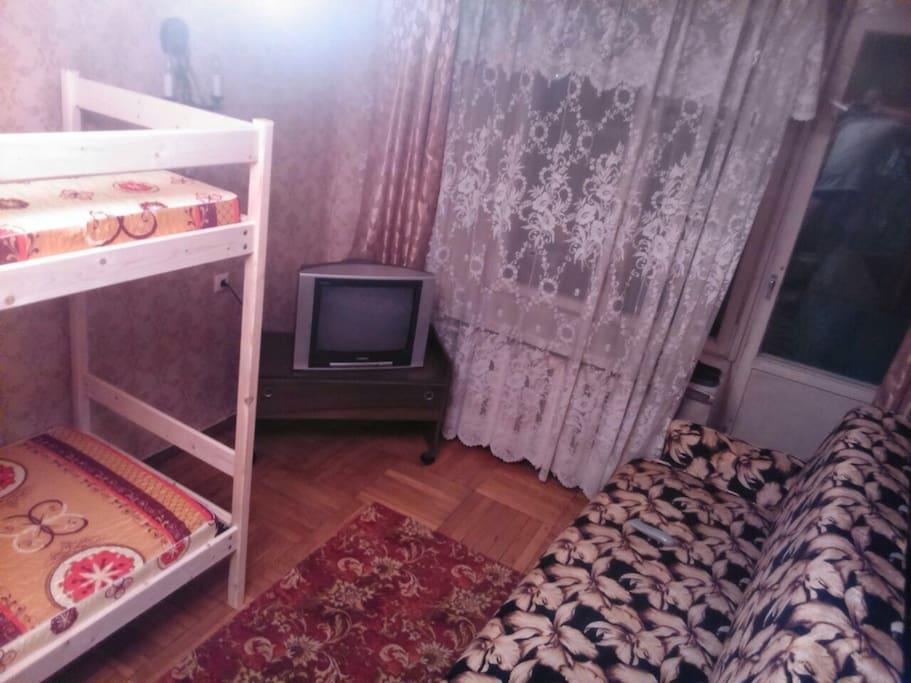Комната, 3 кровати (2х ярусные) 1 диван раскладной.