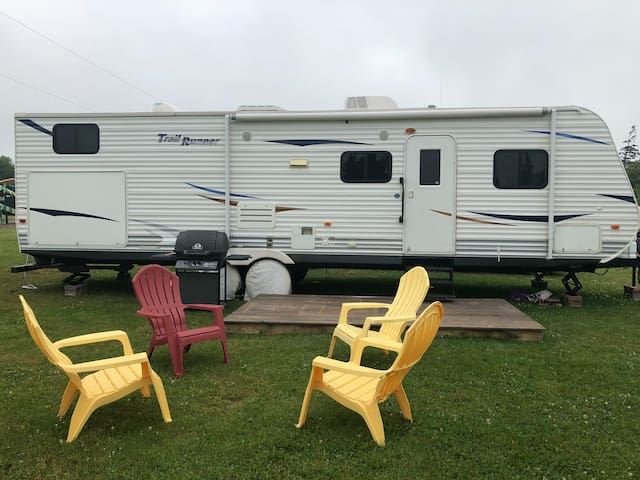 "Marco Polo Land Spacious 30"" Travel Trailer"
