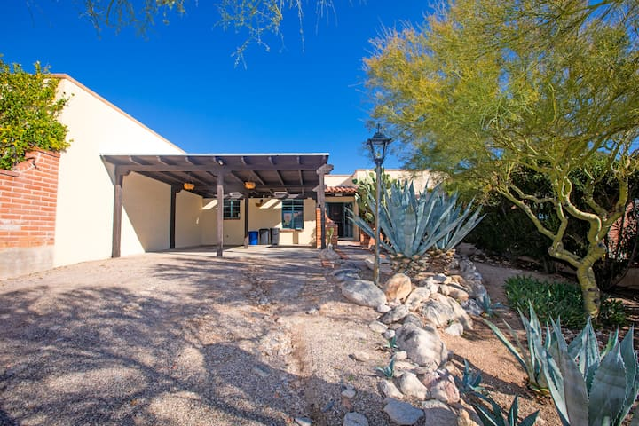 Cozy Catalina Foothills Escape