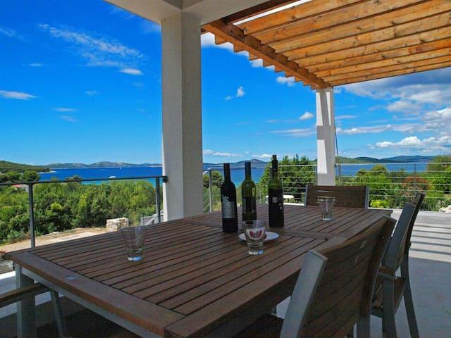 Charming Seaside Villa - Zlarin  - Talo