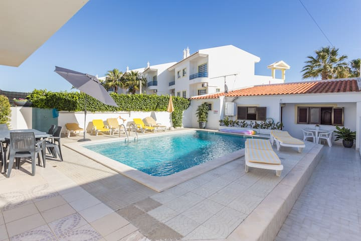 Super Cozy and Funky Studio with Pool View - Albufeira - Apartamento