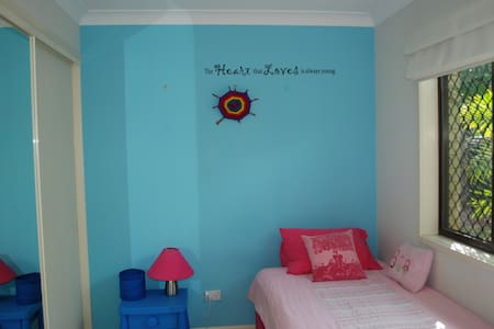 Palm Beach lifestyle in cute room, ladies only. - Palm Beach
