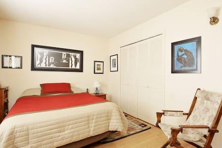 Master Bedroom in Artist's Home! - Santa Fe - House