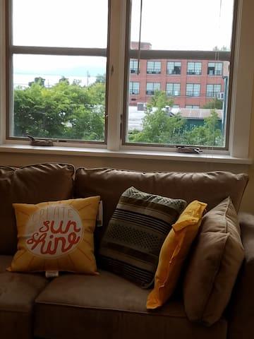Lake views, walk everywhere - Burlington - Apartment