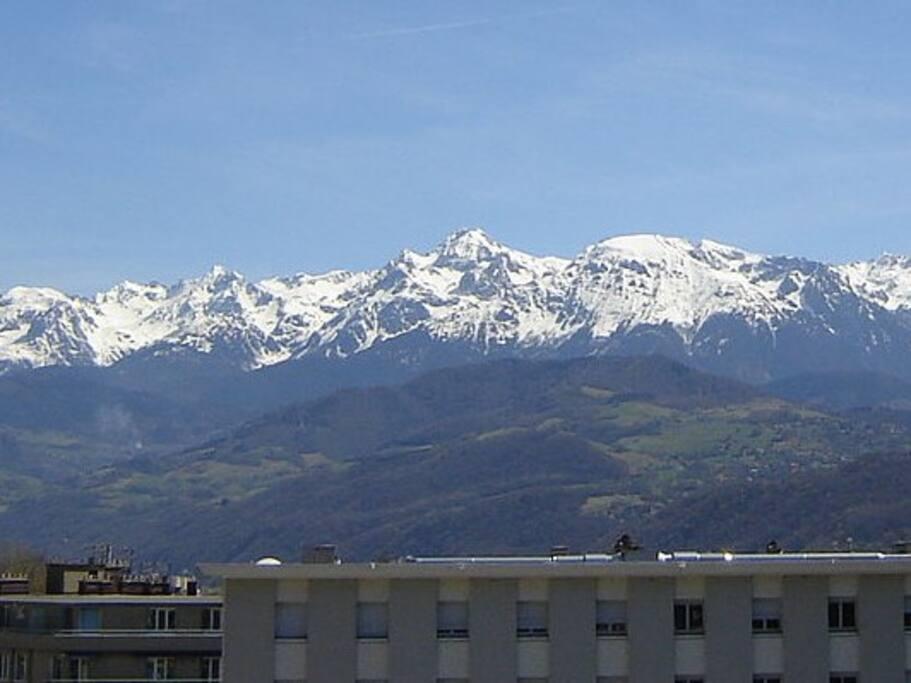 Magnifique vue depuis le grand balcon/terrasse sur les Alpes