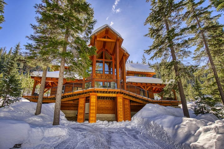 Private, Luxurious Cabin close to Mt Bachelor/Bend