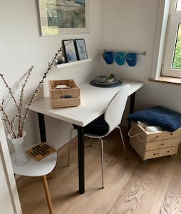 Hyggeligt værelse, tæt på indkøb. Have kan bruges.