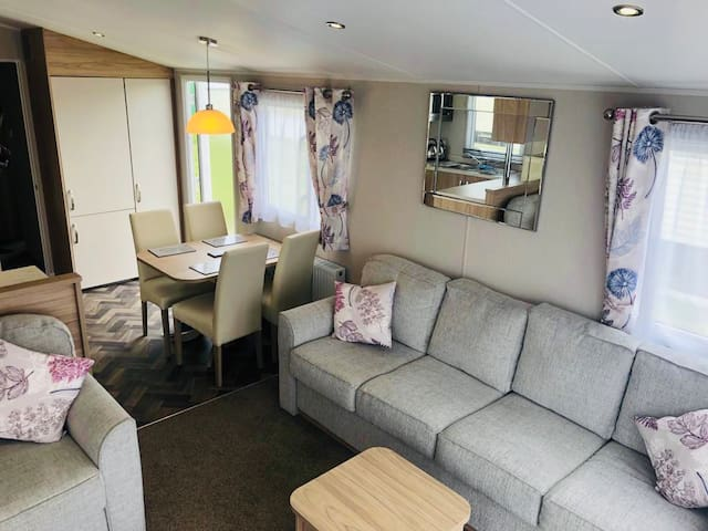 Luxury 3 bedroom caravan 5* Sand Le Mere F