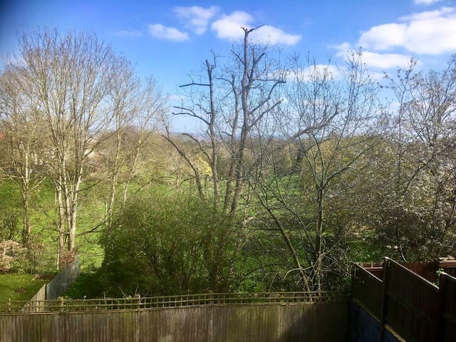 Spacious 2 bedroom flat with lovely views