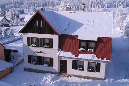 Příjemné ubytování se snídaní - Pernink