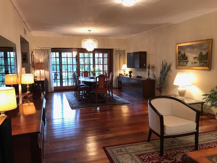 Habitación Confortable en suite- Casa en Martinez