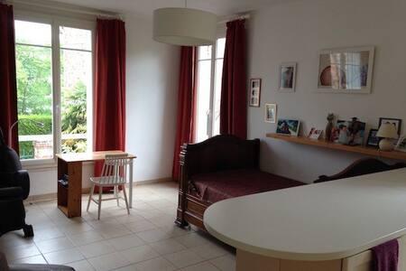 studio tout confort RER Orsay-ville - Lägenhet