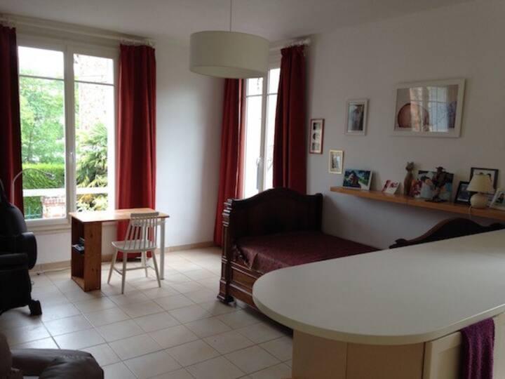 studio tout confort RER Orsay-ville