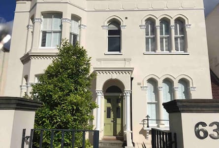 Ground floor flat in vibrant East Dulwich
