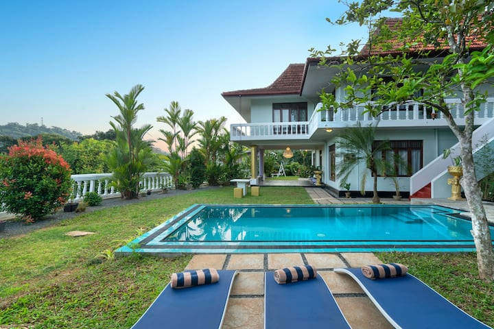 Stunning Colonial 5BR Lux Villa Kandy, Sri Lanka