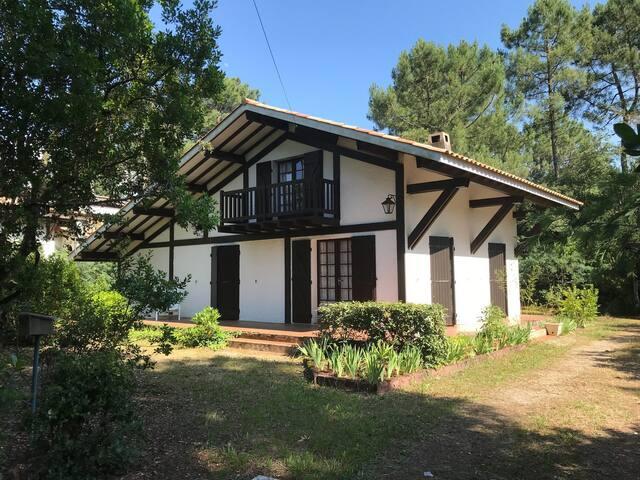 Villa proche du lac au calme avec jardin clos - 2421
