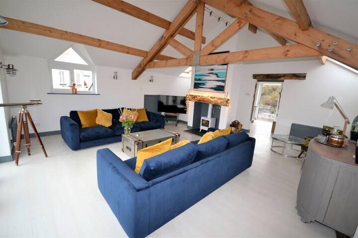 4 BED - LUXURIOUS MODERN BEACH HOUSE - SLEEPS 10