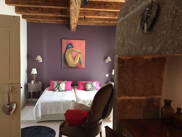 Chambre d hôtes en aubrac - La Chaze-de-Peyre - Rumah