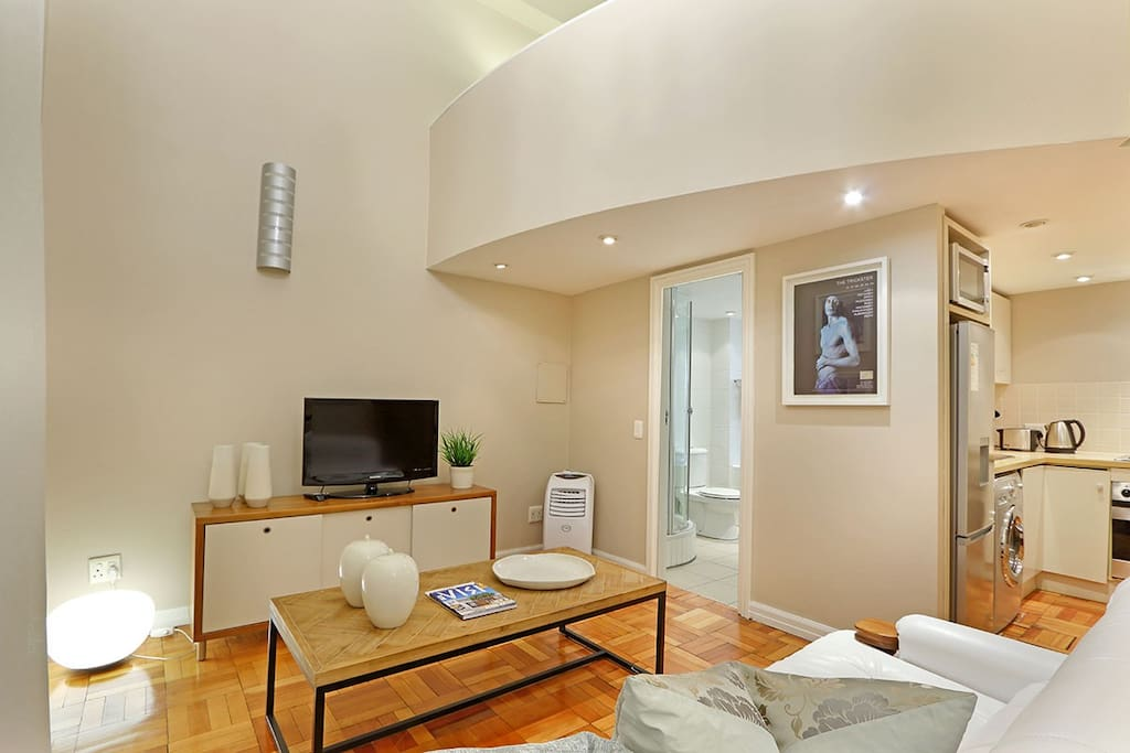 Acacia Place open plan holiday apartment
