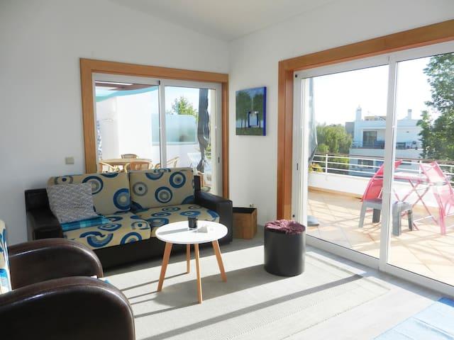 Penthouse with panorama, piscine, vue océan