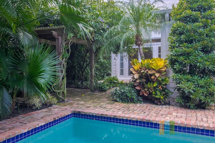 Luxury Pool Home - Long Term Specials