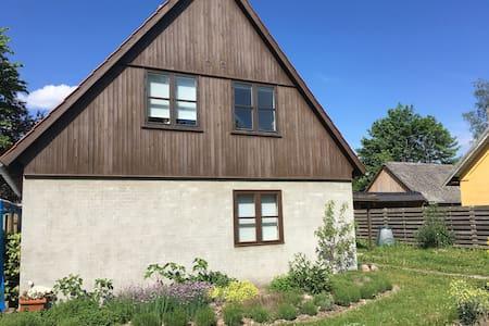 Idyllisk hus på landet med plads til afslapning