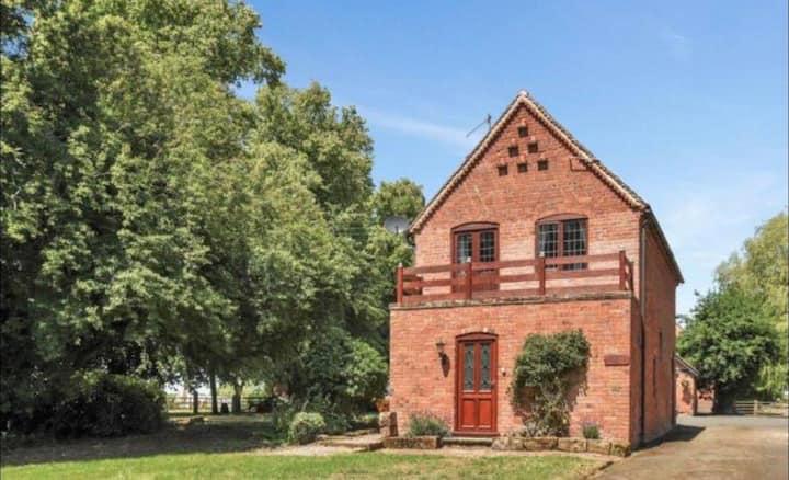 """THE COACH HOUSE"" Cattespool Estate"