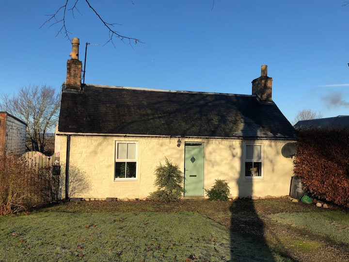 Charming little cottage on the village green