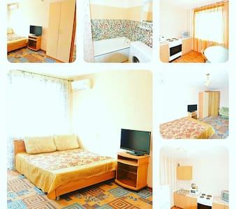 Уютная квартирка Центр Wi-fi free. - Хабаровск - Lägenhet