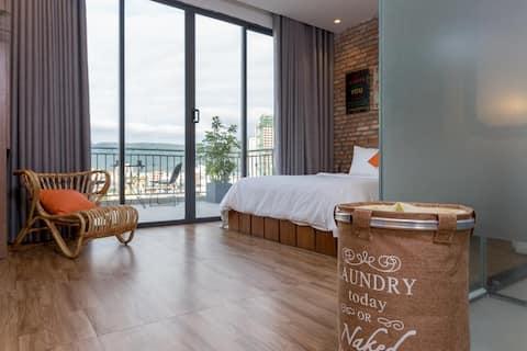 Cozy Room with balcony sea view near My Khe Beach