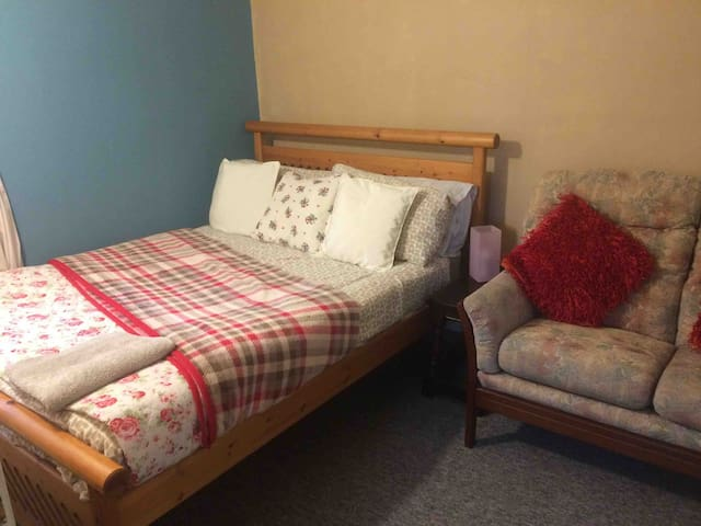 Private  cosy room  SO16 near General Hospital .