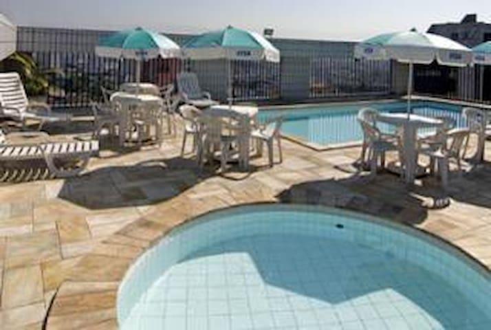 Flat , ótima localização, piscina, TV a cabo, wifi - São Vicente - Annat
