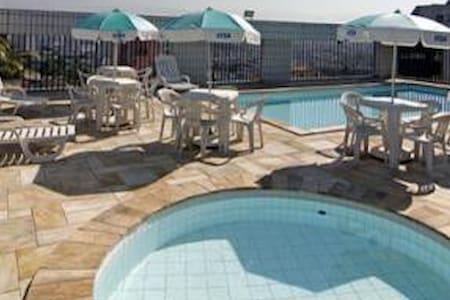 Flat , ótima localização, piscina, TV a cabo, wifi - São Vicente
