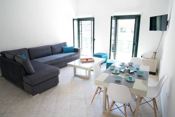 GEO HOLIDAY STUDIOS - DELUXE ONE BEDROOM APARTMENT